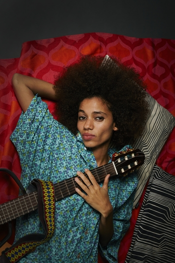 Nneka_by_Hugues_LAWSON-BODY_mail